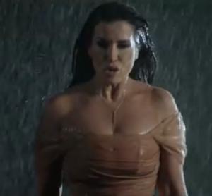 Jonida Maliqi from the music video of 'Ktheju tokës'
