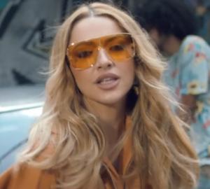 Hadise from the music video of 'Geliyorum Yanına'