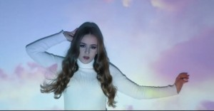 Lina Kuduzović from the music video of 'Man Like U'