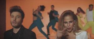 Pastora Soler feat. Blas Cantó from the music video of 'Mi luz'