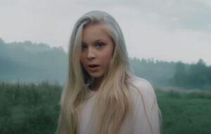 Tatyana Mezhentseva from the music video of 'Ostanovis'
