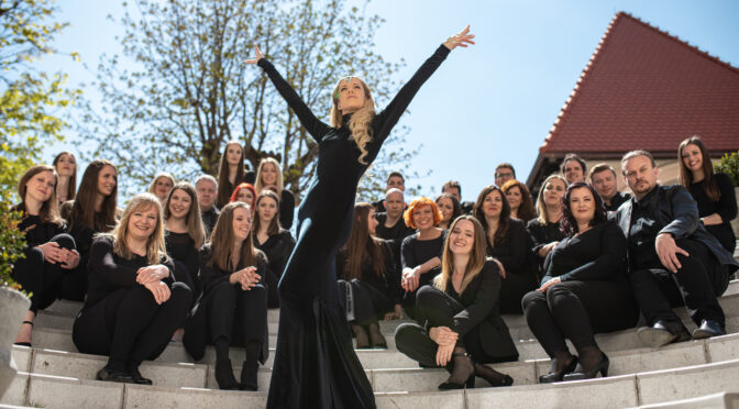 Slovenia: Perpetuum Jazzile – vocal harmony group from Slovenia – and Ana Soklič