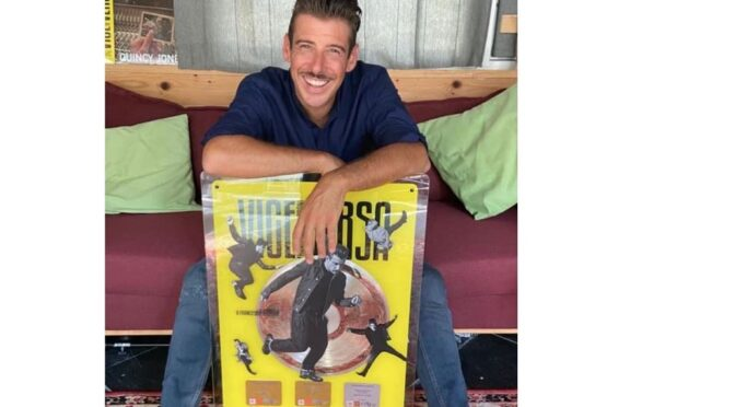 Francesco Gabbani wins sales award for 'Viceversa' album