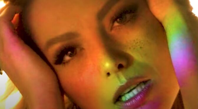 Elena releases new song 'Trandafiri'