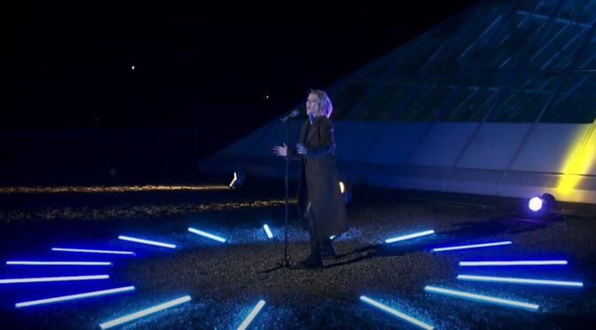 Ireland: Lesley Roy gives first live performance of 'Maps' on The Late Late Show