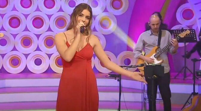 Rita Laranjeira and her beautiful cover of 'Chamar a Música' by Sara Tavares