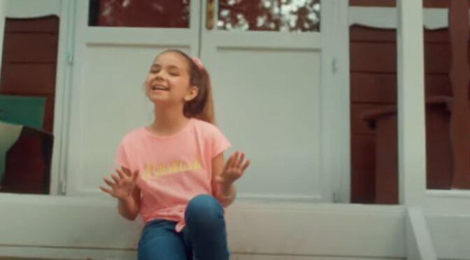 Valentina releases official video clip of 'Y'a pas que les grands qui rêvent'